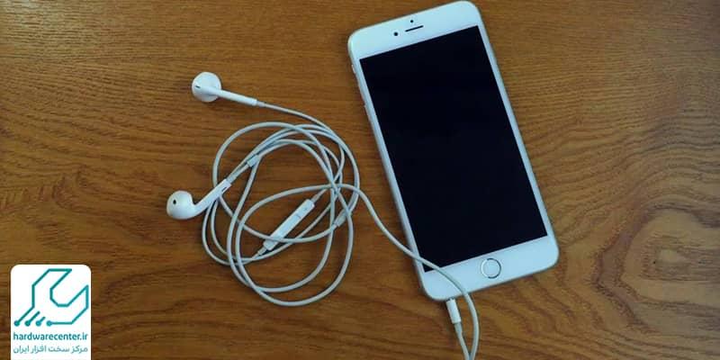 استفاده از هندزفری برای حل مشکل صدا iPhone